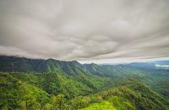 Nube de tormenta sobre selva tropical Foto de archivo libre de regalías