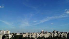 Nube del cielo del paisaje de la puesta del sol de la ciudad almacen de metraje de vídeo