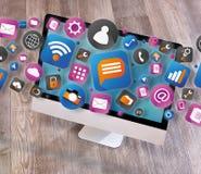 Nube del icone de la tecnología que sale un ordenador Imagen de archivo