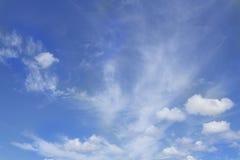 Nube e cielo blu fotografie stock