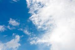 Nube e cielo blu Fotografia Stock