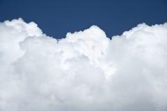 Nube en cielo imagenes de archivo