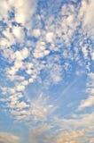 Nube en cielo azul Fotografía de archivo