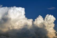 Nube en el cielo azul fotografía de archivo libre de regalías