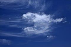 Nube en el cielo azul Imágenes de archivo libres de regalías