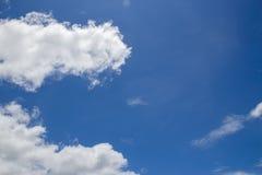 Nube en el cielo azul Imagen de archivo libre de regalías