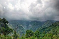 Nube en las colinas Fotos de archivo libres de regalías