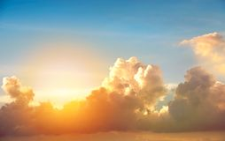 Nube en puesta del sol imagen de archivo libre de regalías