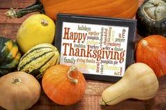Nube feliz de la palabra de la acción de gracias en la tableta digital Imagen de archivo