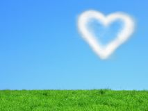 Nube Heart-shaped su cielo blu Fotografia Stock