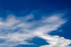 Nube iridiscente hermosa Irisation o nube del arco iris Imágenes de archivo libres de regalías