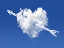 Nube lanuginosa della figura di cuore + della freccia Immagini Stock
