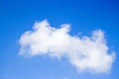 Nube ligera con el cielo azul Imagen de archivo libre de regalías