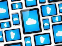 Nube que computa en concepto de los dispositivos móviles Imágenes de archivo libres de regalías