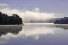 Nube sobre el lago Fotografía de archivo