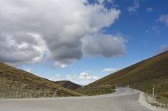 Nube sopra la strada immagine stock