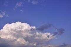 Nube su cielo blu Fotografia Stock Libera da Diritti