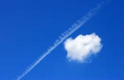 Nube su cielo blu Immagini Stock Libere da Diritti
