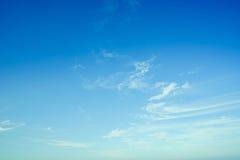 Nube suave en el cielo azul brillante imágenes de archivo libres de regalías