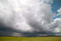 Nube tempestuosa. fotografía de archivo