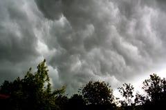 Nube tormentosa fotos de archivo