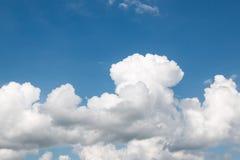 Nube y cielo azul Fotografía de archivo libre de regalías