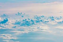 Nube y cielo azul Foto de archivo