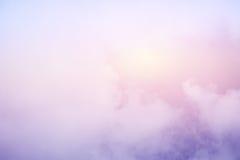 Nube y cielo suaves artísticos con color en colores pastel fotos de archivo libres de regalías