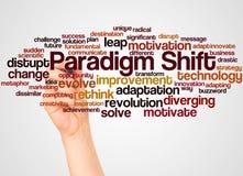 Nube y mano de la palabra del cambio del paradigma con concepto del marcador ilustración del vector