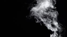 Nubes ahumadas sobre un fondo negro metrajes