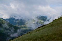 Nubes alrededor de Czerwone Wierchy. Imagen de archivo libre de regalías