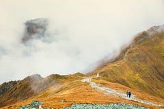 Nubes alrededor de los picos rojos, montañas de Tatra Fotos de archivo libres de regalías