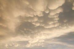 Nubes amarillas hinchadas Foto de archivo libre de regalías