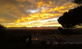 Nubes anaranjadas Imágenes de archivo libres de regalías