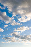 Nubes antes de la puesta del sol Fotos de archivo libres de regalías