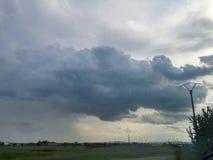 Nubes apretadas fotografía de archivo libre de regalías