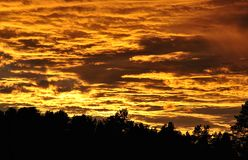 Nubes ardientes Fotos de archivo libres de regalías