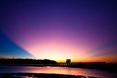 Nubes atractivas momentos antes de la puesta del sol Foto de archivo libre de regalías