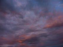 Nubes azules y anaranjadas Foto de archivo libre de regalías