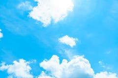Nubes blancas en cielo Imagen de archivo libre de regalías