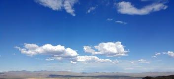 Nubes blancas en cielo azul fotos de archivo libres de regalías