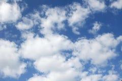 Nubes blancas hinchadas Fotografía de archivo libre de regalías