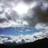 Nubes blancas y cielo azul Imagen de archivo