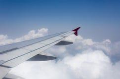 Nubes blancas y cielo azul Fotos de archivo