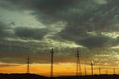 Nubes carmesís en la puesta del sol Foto de archivo