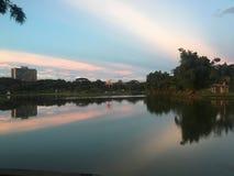 Nubes causadas por puesta del sol Imagenes de archivo