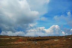 Nubes cercanas Imagen de archivo libre de regalías