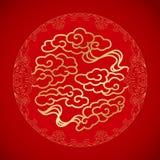 Nubes chinas de la suerte del símbolo en fondo rojo Fotos de archivo libres de regalías