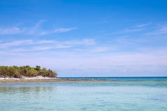 Nubes, cielo azul, mar tranquilo Y horizonte Fotografía de archivo libre de regalías