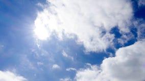 Nubes cielo azul y sol Imagen de archivo libre de regalías